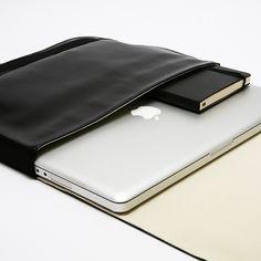moleskin 15in laptop case