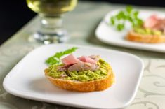 5 tips for making Crostini: 3 ways. Perfect for holiday parties. |www.flavourandsavour.com