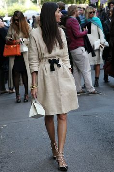 Giovanna Battaglia - We crowned her number 1 in our July best dressed list – now the super stylist is back as our Milan Fashion Week style icon. Giovanna Battaglia, Looks Street Style, Looks Style, Style Me, Style Blog, Simple Style, Black And White Outfit, Beige Outfit, Valentino Rockstud Shoes