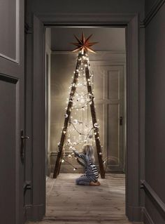 Not your ordinary For more creative alternative Christmas tree ideas, our fresh. - Happy Christmas - Noel 2020 ideas-Happy New Year-Christmas Nordic Christmas, Noel Christmas, Modern Christmas, Rustic Christmas, Simple Christmas, Winter Christmas, Christmas Crafts, Christmas Ideas, Magical Christmas