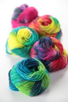 These rainbow skeins are to dye for…literally! Dye your own palette of colorful yarns with Tulip Custom ColorLab!
