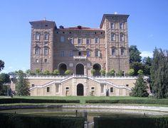 Il castello di Agliè, by Laurom. Via Wikimedia Commons