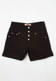 Karaoke Songstress Shorts in Black. Step into the karaoke spotlight in these black denim shorts! #black #modcloth