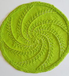 Make this versatile knitted round trivet and learn how to finish them with your choice of two decorative border stitches. Dishcloth Knitting Patterns, Crochet Dishcloths, Lace Knitting, Knit Patterns, Cloth Patterns, Knitted Washcloths, Knitted Afghans, Crochet Home, Knit Or Crochet
