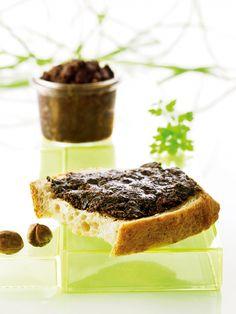 Nøddesmør med kakao og tranebær  I FORMs nøddesmør er hurtig at tilberede og kan holde sig 2-3 uger i køleskabet.