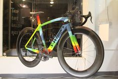 Specialize S-Works Venge w/ custom paint showing FEA analysis of bike undergoing pedaling forces