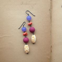 Goblin Garden earrings in #vintage Lucite. Slightly bulbous. Entirely awesome. Coming to urban legend this week.