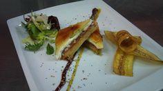 Milhoja de foie, queso de cabra, menbrillo y manzana guarnecido con platano macho frito