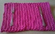 Cómo hacer un mantel de trapillo - Prácticos y decorativos. Toma nota de cómo hacer un mantel de trapillo, un material fácil de trabajar que marca tendencia a la hora de vestir la mesa.