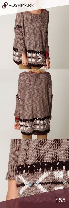Free People Oversized Fairisle Trimmed Sweater Free People Oversized Fairisle Trimmed Sweater In Taupe Chunky, Cable Knit Super soft oversized knit sweater with a beautiful fairisle pattern on the sleeves and hem VERY GOOD CONDITIONS SIZE XS ACROSS CHEST 25'' LENGTH 28'' 56%ACRYLIC 34%WOOL 9%MOHAIR 1%FIBER HAND WASH EP-634 Free People Sweaters Crew & Scoop Necks