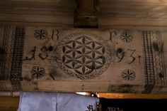 Flower of Life symbols on woodcarvings at the museum of Zakopane, Poland. Chip Carving, Wood Carving, All Religious Symbols, Flower Of Life Symbol, Seed Of Life, Sacred Geometry, Traditional Art, Jewelry Art, Vintage World Maps