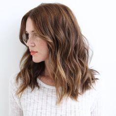 """""""Mi piace"""": 2,023, commenti: 70 - Los Angeles   NYC Hairstylist (@anhcotran) su Instagram: """"M I D L E N G T H  Color: @anjabee  Cut: me"""""""