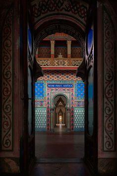 Achter deze vervallen gevel ligt 's werelds mooiste verlaten kasteel - Castello di Sammezzano - Toscane | ELLE Decoration NL
