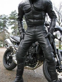 rubberbikerlover: masterthomasuk: And going out riding on Sunday is also a great idea. Biker suits are so hot. mmmmm hot gear, love the all black leather and the easy access…. Leather Jeans, Biker Leather, Leather Gloves, Leather And Lace, Black Leather, Jeans En Cuir, Motorbike Leathers, Motorcycle Suit, Leder Outfits