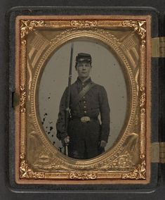 (c. 1861-1865) Soldier in Union uniform with bayoneted musket