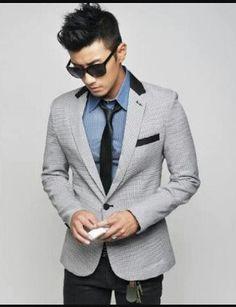 mau tampil modis tapi budget terbatas, saatnya tampil dengan mengenakan baju blazer pria keren dari jas-pria.com yang akan membuat penampilan trendy