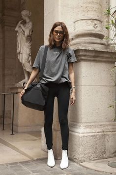 This is how Christine Centenera does the sport trend - Vogue Style Désinvolte Chic, Style Casual, Feminine Style, Casual Chic, Casual Looks, Casual Outfits, Feminine Fashion, Fashion Week, Look Fashion