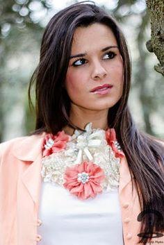 Crimenes de la Moda: DIY: Collar babero con flores