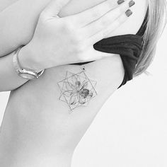 Geometric flower tattoo                                                                                                                                                                                 Mais