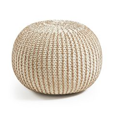 Puf Shott blanco y latón - Kave Home Pouf Cuir, Deco Zen, Bed End, Interiors Online, Wood Species, Outdoor Furniture, Outdoor Decor, Cool Designs, Upholstery