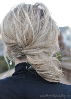 Holiday Hair Tutorial : Swept to the Side - - I absolutely love this hair tutorial. It's perfect for any holiday parties or occasions that you are attending this season, without being overdone. If you like not worrying about your hair wh…. Small Things Blog, Holiday Hairstyles, Trendy Hairstyles, Wedding Hairstyles, Hair Day, New Hair, Medium Hair Styles, Curly Hair Styles, Side Swept Hairstyles