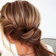 Low twisted ponytails and hairstyle ideas lange haare festlich dutt TIP: A Better and Sassier Poofy Ponytail in Less Than 5 Minutes - Clever DIY Ideas Ponytail Hairstyles Tutorial, Pony Hairstyles, Side Swept Hairstyles, Hairstyle Ideas, Stylish Hairstyles, Updo Hairstyle, Elegant Ponytail, Twist Ponytail, Simple Ponytails