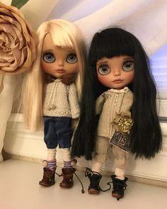 Daisy and Aster... #blythedoll #blythedolls #customblythe #dollphotography #ooakblythe #puppelina #customblythedoll