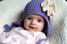 Aesthetic Nest: Crochet: Ruffled Rose Earflap Hat for Baby (pattern for sale, but so cute! Crochet Ruffle, Crochet Baby Hats, Crochet Beanie, Diy Crochet, Crochet Clothes, Crochet Hooks, Crocheted Hats, Knit Hats, Easy Crochet Patterns