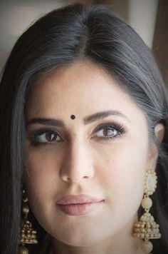 Beautiful Bollywood Actress, Beautiful Indian Actress, Beautiful Actresses, Katrina Kaif Navel, Albino Girl, Karena Kapoor, Katrina Kaif Photo, Indian Face, Jacqueline Fernandez