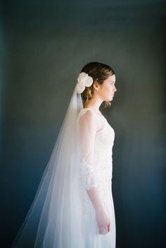 Winter bride: http://www.stylemepretty.com/2013/11/01/winter-wedding-inspiration-from-omalley-photographers/ | Photography: O'Malley Photographers - http://omalleyphotographers.com/