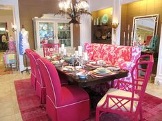 Pink Chinoiserie. Another armless banquet/settee at the dining table. I like this look!