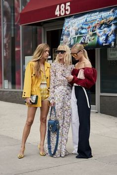 5d65df625fc7 The Best Street Style Of New York Fashion Week SS19- ellemag Camisas