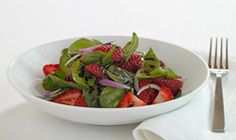 Sweet and savory combine into a delicious Spring salad. Heart Healthy Recipes, Healthy Soup, Healthy Salads, Healthy Eating, Dinner Healthy, Diabetic Recipes, Easy Recipes, Vegetarian Recipes, Spinach Salad Recipes
