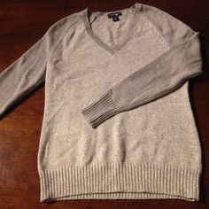 NWOT Heather grey sweater slightly darker sleeves 60% cotton and 40% acrylic American Living Sweaters V-Necks