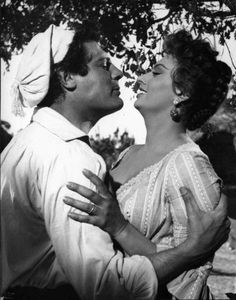 Marcello Mastroianni and Sophia Loren Marcello Mastroianni, Sophia Loren, Cinema, Italian Actress, Actors, Classic Hollywood, Actresses, Statue, Black And White