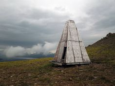 Abandoned survival shelter in Iceland. Curious about the reasons for the shape but no more info yet... http://cabinporn.com/post/75591301834/abandoned-survival-shelter-in-the-eastern-fiords