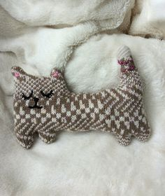 https://flic.kr/p/xoYpYD | cat | Made from a damaged sweater