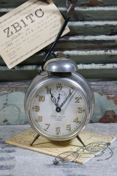 Pretty Vintage Alarm Clock More pins under www.supondo.com