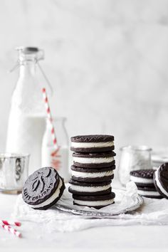 Soft and rich dark chocolate coconut sandwich cookies, filled with fluffy coconut cream frosting for a delicious and decadent treat. Delicious Cookie Recipes, Yummy Cookies, Coconut Cream Frosting, Chocolate Sugar Cookies, Cookie Frosting, Perfect Cookie, Sandwich Cookies, Biscuit Recipe, Vegetarian Chocolate