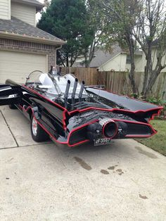 1966 Batmobile Replica Took 9 Years to Build, Texan Batman Fan Proud of His Work Batman Tv Show, Batman Car, Batman Batmobile, Batman 1966, Batman And Superman, Weird Cars, Cool Cars, Film Cars, Movie Cars