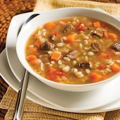 Soupe boeuf et orge - Recettes - Cuisine et nutrition - Pratico Pratique Healthy Cooking, Healthy Recipes, Soup Recipes, Cooking Recipes, Bisque Soup, Clean Eating Soup, Confort Food, Recipes From Heaven, International Recipes