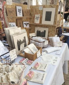 Native Makers Summer Market Display // delightfully chaotic co. DIY: Craft fair and jewellery display ideas Craft Stall Display, Market Stall Display, Craft Booth Displays, Market Displays, Display Ideas, Market Stalls, Booth Ideas, Karten Display, Craft Fair Table