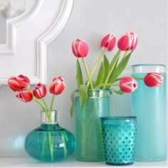 Surround yourself with some  made by nature. Did you know that the #tulip is a classic flower of love? A simple #tulip bouquet brings beauty and grace to your home or office. Have a lovely #Wednesday.  #tulips #wednesdaylove #goodmorning #flowerpower #colortherapy #colorinspo #floweroflove