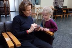 The Icelandic child named after the Alien protagonist met Sigourney Weaver, and the results were adorable. Sigourney Weaver, Aliens Movie, Family Movies, Kid Names, How To Memorize Things, Meet, Children, Legends, Actresses