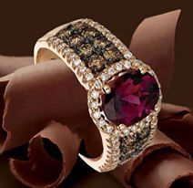 bracelet gold diamonds and ruby as central stone