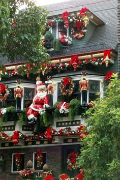 loveliegreenie: Photo! Pretty Christmas decorations outside!    Aline