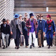 A 87º edição da Pitti Uomo que aconteceu em Florença, na Itália, já terminou. Após finda a feira, nós tiramos muitas conclusões. Primeiro, controvérsias a parte. Sempre há o famoso clichê de que no inverno nos vestimos melhores. O inverno é a estação do ano em que as pessoas estão mais cobertas de roupas e …