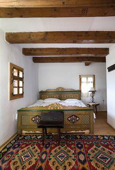 Traditional Interior Design Ideas For A Beautiful Home Traditional Bedroom, Traditional House, German Houses, Wine House, Adobe House, Interior Decorating, Interior Design, Design Case, Beautiful Homes