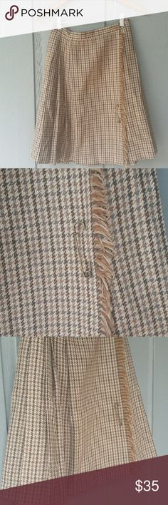 "Vintage skirt Very cute and so warm, wrap around vintage skirt.  This skirt is in very good condition.  Waist 26 "" Skirts Midi"