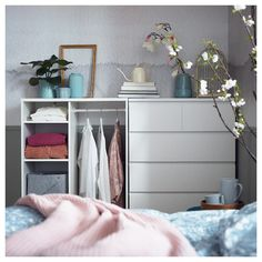 With open shelves for easy overview and access. Adjustable shelves make it easy to customize the space according to your needs. SYVDE open wardrobe is a perfect companion for MALM chest of 6 drawers. Open Shelving, Adjustable Shelving, Shelves, 6 Drawer Chest, Chest Of Drawers, Ikea France, White Chests, Clothes Rail, Boy Decor